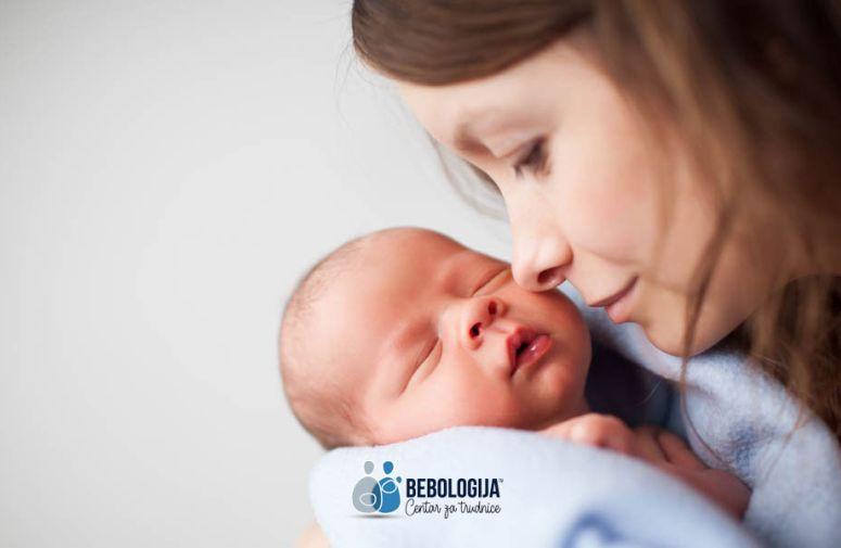 Beba u prvom satu od rođenja