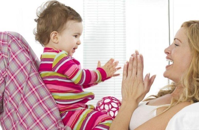 10 stvari koje možete učiniti za bebu pre nego što prohoda i progovori
