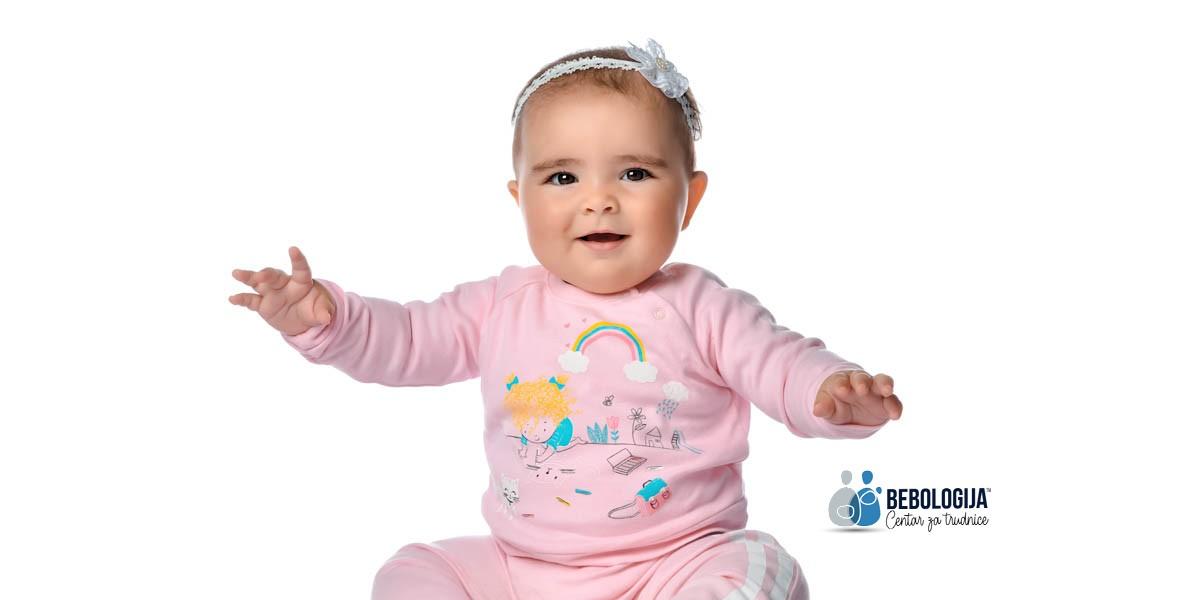 Zašto beba širi ruke kada vidi mamu?